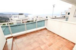 Терраса. Черногория, Добра Вода : Уютная студия для 2-4 человек, с террасой с шикарным видом на море