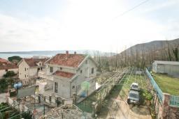 Вид на море. Черногория, Биела : Апартамент для 2-4 человек, с отдельной спальней, с балконом и видом на море