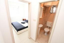 Коридор. Черногория, Герцег-Нови : Апартамент с отдельной спальней, с большим балконом с видом на море, 20 метров до пляжа