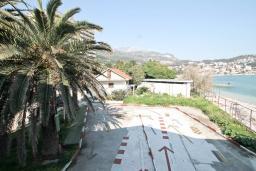 Вид. Черногория, Игало : Студия с балконом с видом на море, возле пляжа