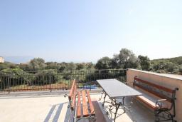 Балкон. Черногория, Кримовица : Дом с просторной гостиной, с 2-мя отдельными спальнями, с огромной террасой с видом на море и местом для барбекю, в стоимость аренды включен кабриолет, Wi-Fi