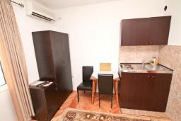 Студия (гостиная+кухня). Черногория, Игало : Студия для 2 человек, с террасой