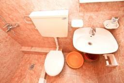 Ванная комната. Черногория, Игало : Студия для 2 человек, с террасой