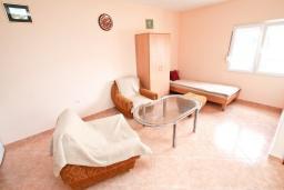 Гостиная. Черногория, Дженовичи : Апартамент с отдельной спальней, с 2-мя ванными комнатами, с террасой