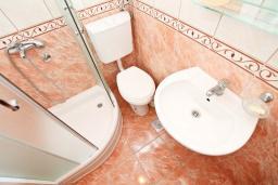 Ванная комната. Черногория, Дженовичи : Апартамент с отдельной спальней, с 2-мя ванными комнатами, с террасой