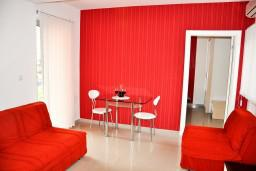 Гостиная. Черногория, Игало : Люкс апартамент с отдельной спальней в центре Игало