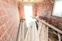 Прочее. Продается недостроенный дом в Герцег-Нови, Зеленика. 135м2, участок 430м2, вид на море, 250 метров до пляжа, цена - 90'000 Евро. в Зеленике