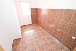 Кухня. Продается квартира в Герцег-Нови, Савина. 54м2, гостиная, спальня, 2 балкона, 300 метров до моря, цена - 83'000 Евро. в Герцег Нови