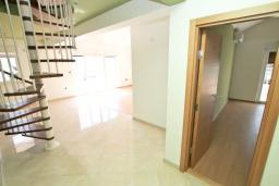 Гостиная. Продается дуплекс в Герцег-Нови, Дженовичи. 170м2, 2 большие гостиные, 3 спальни, 2 ванные комнаты, 3 балкона с шикарным видом на море, 70 метров до пляжа, цена - 442'000 Евро.  в Дженовичи