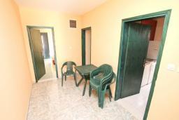Коридор. Продается большой 3-х этажный дом в Биела. 433м2, 10 спален, 6 ванных комнат, участок 500м2, 60 метров до моря, цена - 3'500'000 Евро. в Биеле