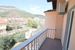 Балкон. Продается большой 3-х этажный дом в Биела. 433м2, 10 спален, 6 ванных комнат, участок 500м2, 60 метров до моря, цена - 3'500'000 Евро. в Биеле