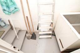 Коридор. Продается 2-х этажный дом с участком 2500м2, в Камено. 80м2, гостиная, 3 спальни, 7.5км до моря, цена - 250'000 Евро. в Герцег Нови