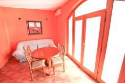 Гостиная. Продается дом в Герцег-Нови, Дженовичи. 270м2, 2 большие гостиные, 4 спальни, 4 ванные комнаты, гараж, участок 549м2, 110 метров до моря, цена - 1'236'000 Евро. в Дженовичи