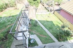 Вид. Продается 3-х этажный дом в Герцег-Нови, Мельине. 360м2, 2 большие гостиные, 7 спален, 5 ванных комнат, 4 балкона, 2 террасы, парковка для 4 автомобилей, 40 метров до моря, цена - 830'000 Евро.  в Мельине