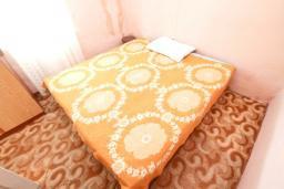 Спальня. Продается дом в Герцег-Нови, Зеленика. 108м2, 5 спален, большая терраса, парковка на 4 автомобиля, 400 метров до моря, цена - 120'000 Евро. в Зеленике