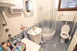 Ванная комната. Продается дом в Баре. 90м2, большая гостиная, 2 спальни, участок 550м2, 3км до моря, цена - 95'000 Евро. в Баре