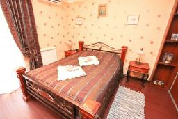 Спальня 2. Продается 2-х этажный дом в Шушань, Зелени Пояс. 218м2, большая гостиная, 3 спальни, 3 ванные комнаты, 2 террасы с видом на море, участок 200м2, 300 метров до пляжа, цена - 315'000 Евро. в Шушани