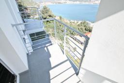 Балкон. Продается квартира в Нивице. 35м2, гостиная, спальня, балкон с шикарным видом на море, 400 метров до пляжа, цена - 65'000 Евро. в Нивице