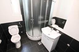 Ванная комната. Продается квартира в Нивице. 39м2, гостиная, спальня, балкон с шикарным видом на море, 400 метров до пляжа, цена - 71'000 Евро. в Нивице