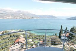 Балкон. Продается квартира в Нивице. 39м2, гостиная, спальня, балкон с шикарным видом на море, 400 метров до пляжа, цена - 71'000 Евро. в Нивице