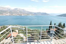 Балкон. Продается квартира в Нивице. 36м2, гостиная, спальня, балкон с шикарным видом на море, 400 метров до пляжа, цена - 71'000 Евро. в Нивице