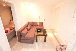 Гостиная. Продается квартира в Нивице. 35м2, гостиная, спальня, терраса, 100 метров до моря, цена - 46'350 Евро. в Нивице