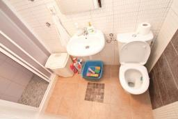 Ванная комната. Продается квартира в Нивице. 35м2, гостиная, спальня, терраса, 100 метров до моря, цена - 46'350 Евро. в Нивице