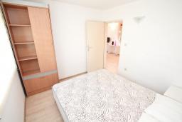 Спальня 2. Черногория, Баошичи : Апартамент для 4 человек, с 2-мя отдельными спальнями, с большой террасой, возле пляжа