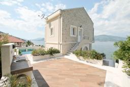 Terrace. Montenegro, Krasici : House with 6 bedrooms in Krasici for 12 guests