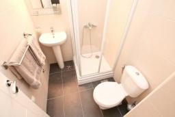 Ванная комната 2. Продается квартира в Дженовичи. 93м2, большая гостиная, 2 спальни, 2 ванные комнаты, большая терраса с видом на море, 300 метров до пляжа, цена - 199'500 Евро. в Дженовичи
