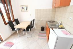 Студия (гостиная+кухня). Черногория, Булярица : Студия с балконом в 250 метрах от моря