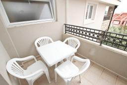 Балкон. Черногория, Петровац : Апартаменты на 5-7 человек, 2 спальни, 2 балкона