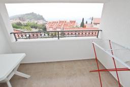 Балкон. Черногория, Петровац : Апартаменты на 2-4 персоны, с отдельной спальней, с балконом с видом на море