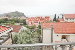 Вид на море. Черногория, Петровац : Апартаменты на 2-4 персоны, с отдельной спальней, с балконом с видом на море