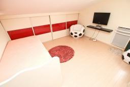 Спальня. Черногория, Сутоморе : Дуплекс апартамент для 4-5 человек, с большой гостиной и кухней, с 2-мя отдельными спальнями, с 2-мя балконами