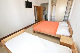 Гостиная. Черногория, Велика плажа : Апартамент для 5 человек, с отдельной спальней