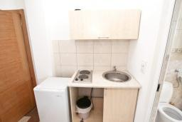 Кухня. Черногория, Велика плажа : Апартамент для 5 человек, с отдельной спальней