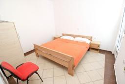 Спальня. Черногория, Велика плажа : Апартамент для 5 человек, с отдельной спальней