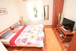 Студия (гостиная+кухня). Черногория, Игало : Студия на первом этаже в 50 метрах от моря