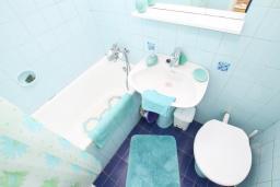 Ванная комната. Черногория, Игало : Студия на первом этаже в 50 метрах от моря