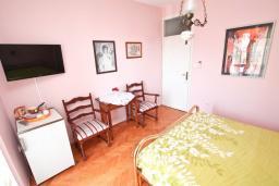 Спальня. Черногория, Игало : Комната для 2 человек, с балконом с видом на море, 50 метров до пляжа