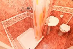 Ванная комната. Черногория, Игало : Комната для 2 человек, с балконом с видом на море, 50 метров до пляжа