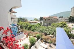 Вид на море. Черногория, Игало : Комната для 2 человек, с балконом с видом на море, 50 метров до пляжа