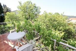 Балкон 2. Черногория, Сутоморе : 2-х этажный дом с большой гостиной, с 3-мя отдельными спальнями, с 2-мя ванными комнатами, с террасой и 2-мя балконами, с местом для барбекю, с зеленым двориком
