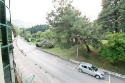 Вид. Черногория, Игало : Апартамент с отдельной спальней и балконом, 20 метров до пляжа