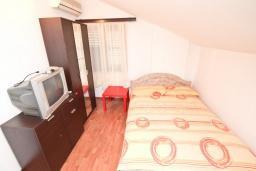 Спальня. Черногория, Будва : Апартамент с 2-мя отдельными спальнями, с 2-мя балконами