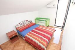 Спальня 2. Черногория, Будва : Апартамент с 2-мя отдельными спальнями, с 2-мя балконами