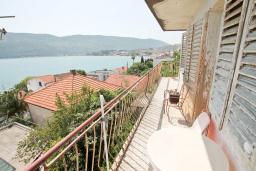 Балкон. Продается дом в Герцег-Нови, Топла. 180м2, 3 спальни, балкон с шикарным видом на море, с двориком, 100 метров до пляжа. Цена - 515'000 Евро. в Герцег Нови