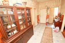 Коридор. Продается дом в Герцег-Нови, Топла. 180м2, 3 спальни, балкон с шикарным видом на море, с двориком, 100 метров до пляжа. Цена - 515'000 Евро. в Герцег Нови