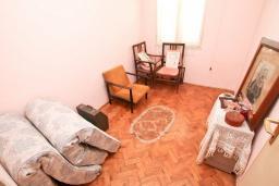 Спальня. Продается дом в Герцег-Нови, Топла. 180м2, 3 спальни, балкон с шикарным видом на море, с двориком, 100 метров до пляжа. Цена - 515'000 Евро. в Герцег Нови